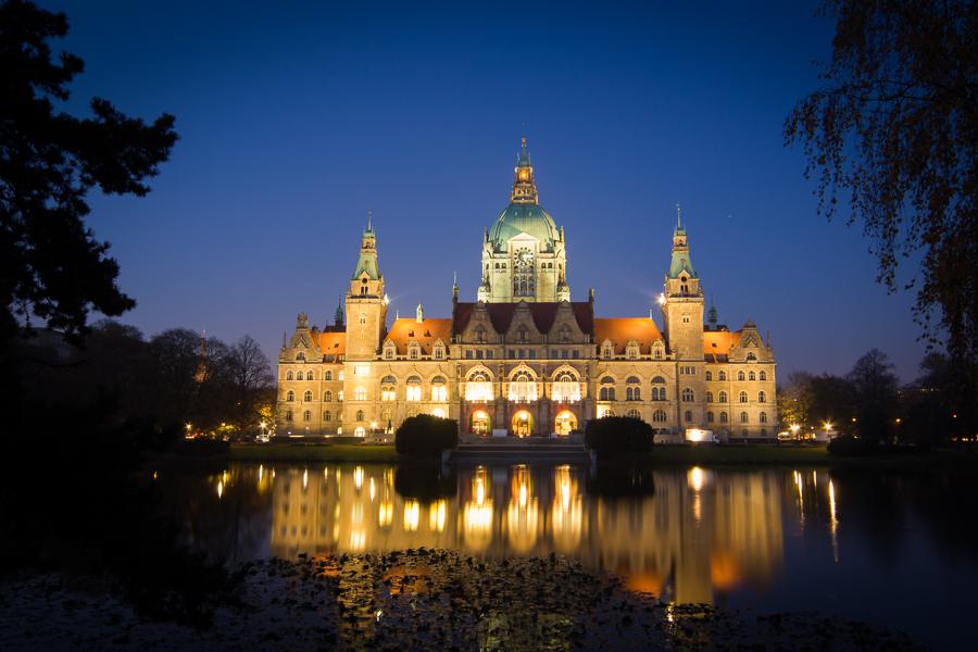 Neues-Rathaus-bei-Nacht